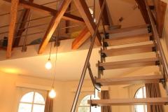 Villa Emma Gent: trap naar mazzanine in gastenkamer Acacia