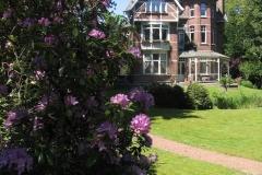 B&B Villa Emma vanuit rododendrons